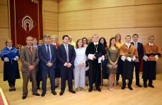 Foto de familia del rector, su equipo y distintas autoridades