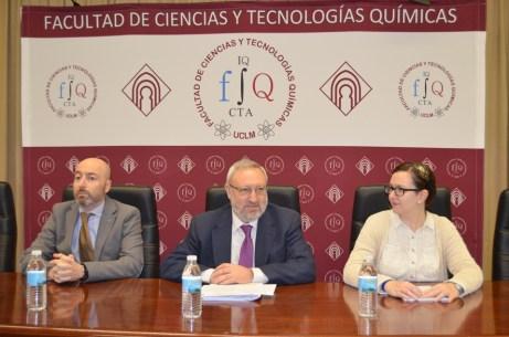 Ignacio Gracia (i), Ángel Ríos (c) y Leticia Cabezas (d)