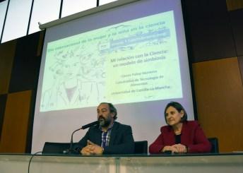 Llanos Palop y Julián Garde en la presentación de la conferencia
