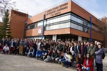 Fotografía de grupo con los participantes y profesores