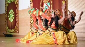 Danza taiwanesa ejecutada por estudiantes de la Universidad de Estudios Extranjeros de Beijing