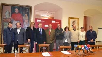 Firma del convenio entre la UCLM y la Asociación para la Promoción del Vino del Campo de Calatrava. © Gabinete de Comunicación UCLM