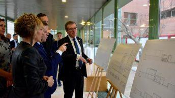 Asistentes al acto conmemorativo. © Gabinete de Comunicación UCLM.