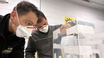 Cajas de protección para sanitarios en el proceso de intubación de pacientes con coronavirus.
