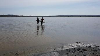 Muestreo de sedimento en la Laguna de Pétrola © Gabinete de Comunicación UCLM