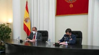 Julián Garde e Ignacio Bengoechea firman el protocolo