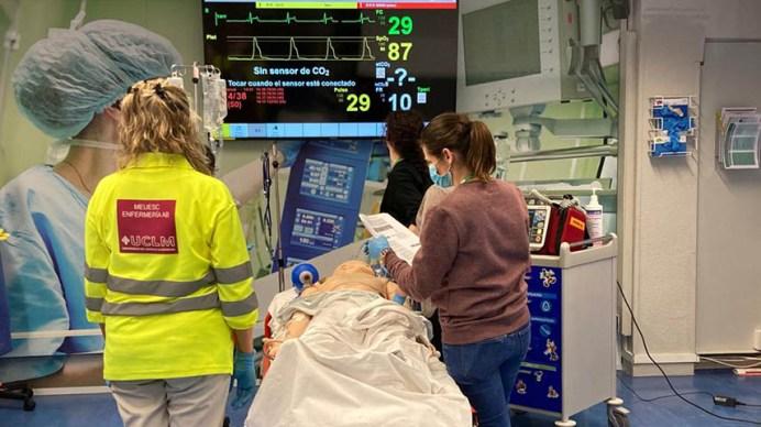 Enfermeras y enfermeros se forman ante situaciones de emergencia © UCLM