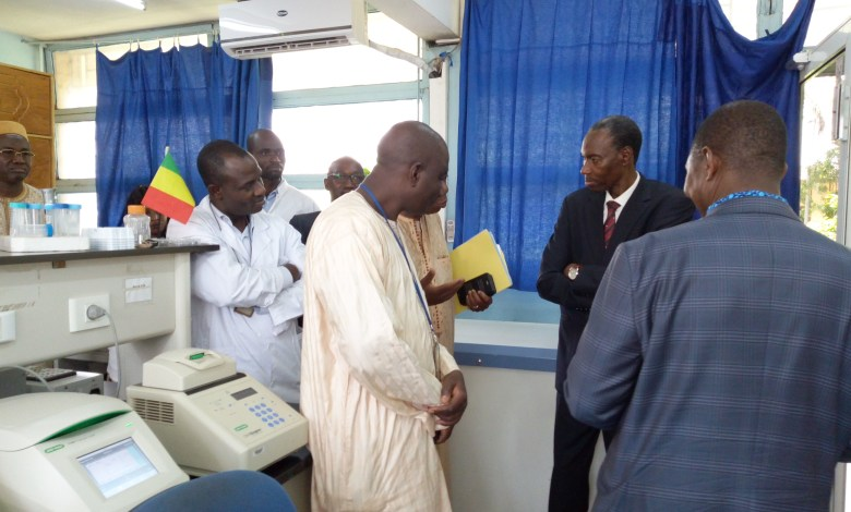 Photo of UCRC / SEREFO: The Minister Mahamadou FAMANTA says he is very honored and impressed by the scientific work done in the laboratories