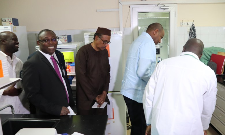 "Photo of Prime Minister Dr. Boubou CISSE at the UCRC laboratory: ""Here, I saw excellence in all its dimensions. It is better to see once than to hear a thousand times."""