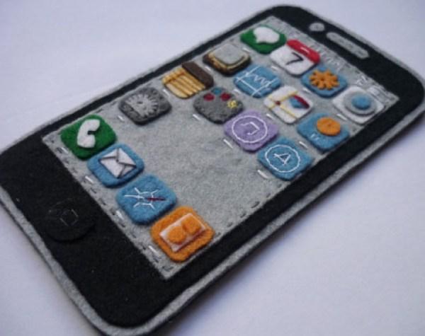 iPhone 4 Felt Case via YouTheDesigner