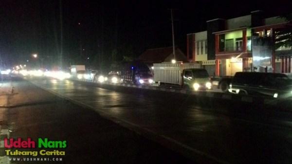 Kemacetan di jalur PanturaKemacetan di jalur Pantura