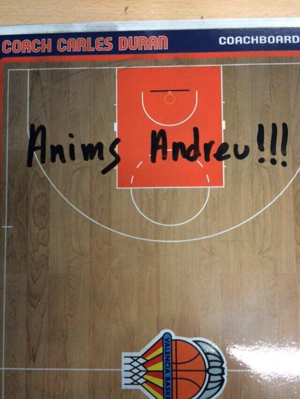 Carles Duran (València Basket) ha donat ànims a Andreu Cervera