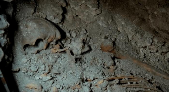 skeleton of Mayan queen