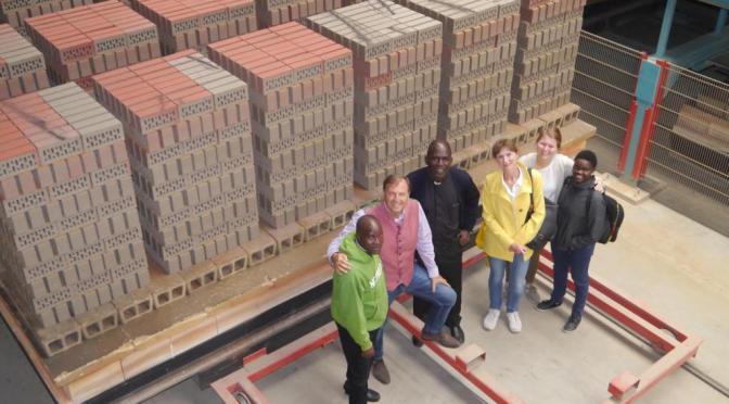 Gäste aus Afrika besuchen Klinker-Manufaktur Janinhoff