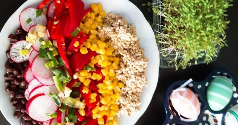 Sałatka tęczowa z kiełkami kaszy gryczanej i fasolą azuki