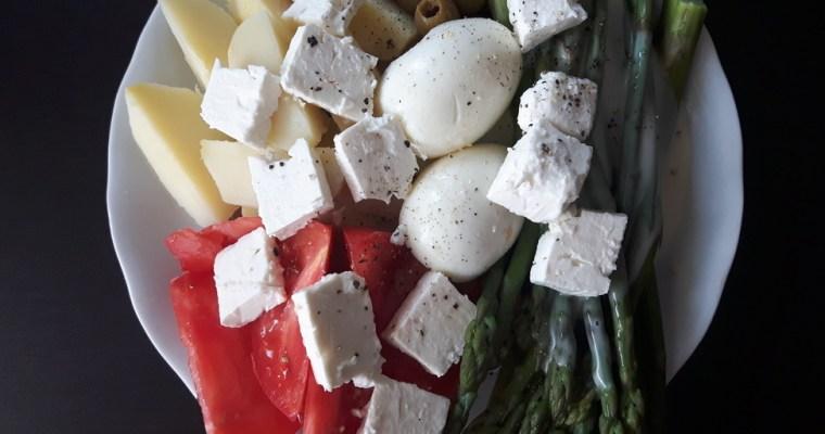 Sałatka ziemniaczana ze szparagami i fetą