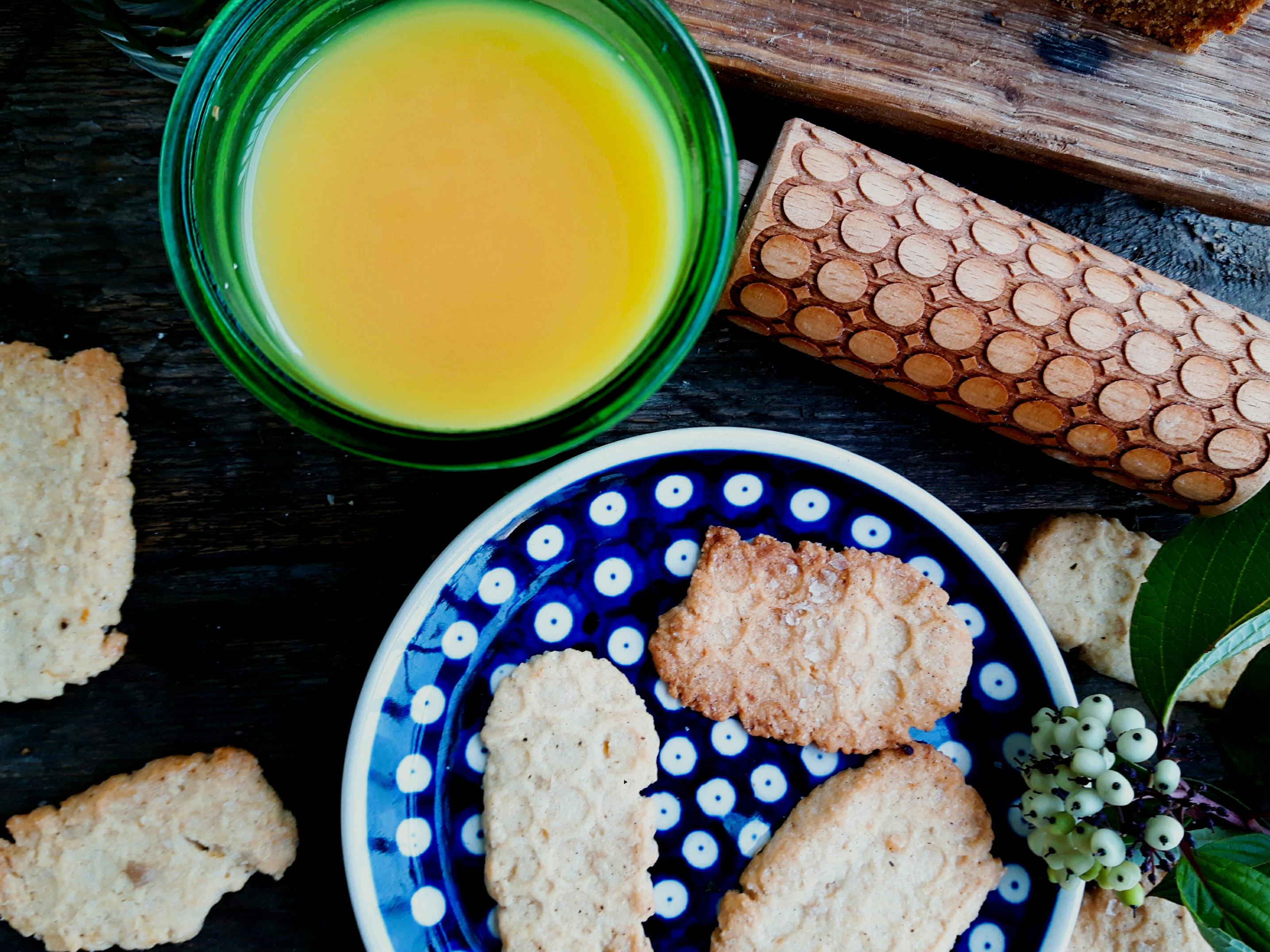 Ciasteczka comfort food słodko-słone z wędzoną solą