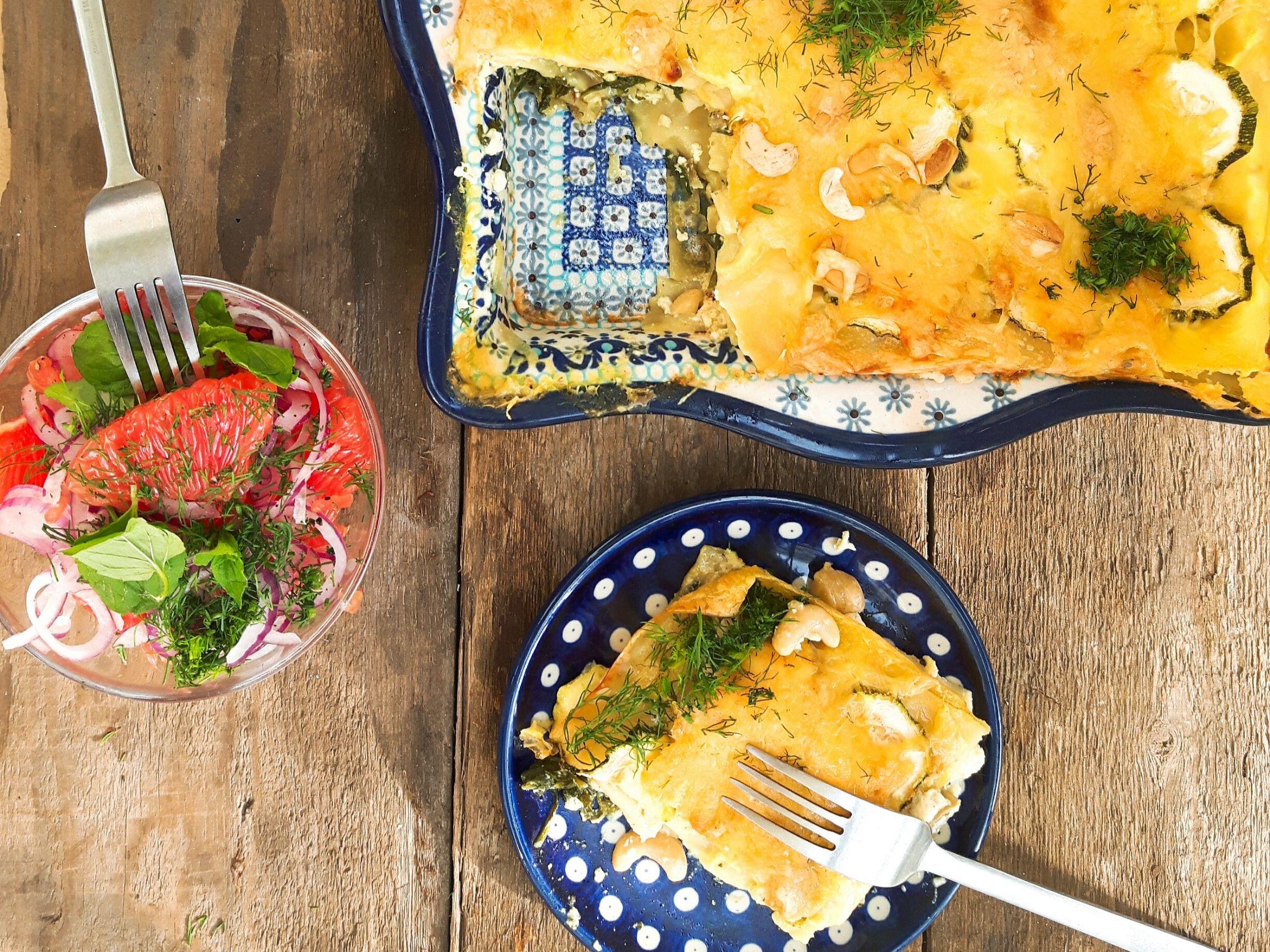 Lazania warzywna z łososiem i sałatką grejpfrutową