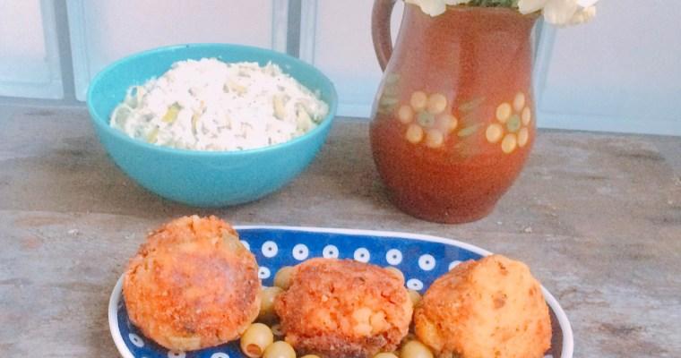 Kulki ryżowe arancini z mięsem i oliwkami