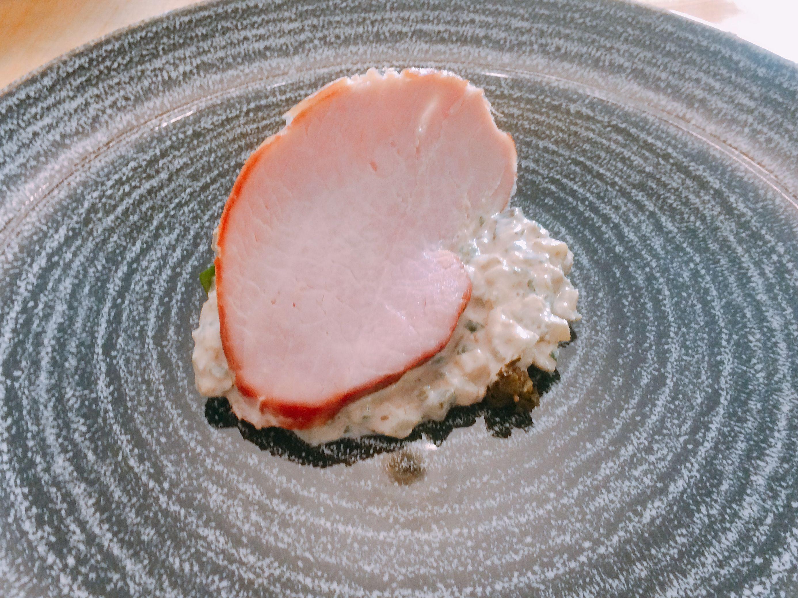 Schab nadziewany tuńczykiem, czyli polska wersja vitello tonnato