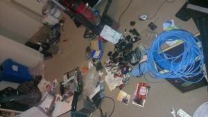 So sah mein Zimmer aus, als ich den Inhalt der Boxen sortiert habe und mich um die PCs gekümmert habe.