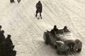 Zandvoort, januari 1940, skiwedstrijden achter de auto.