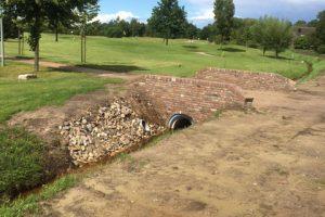 Frontmuren Golfbaan Kapelkeshof – Aannemingsbedrijf M.J. van Uijtert en Zn. -