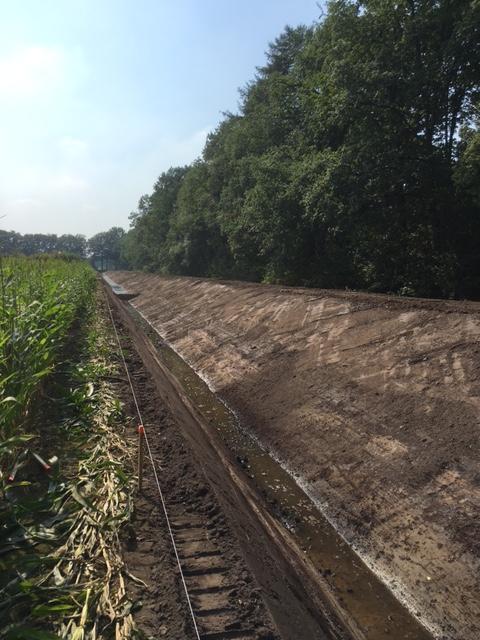 """Scheidingskade tussen Turfvaart en bijloop ter hoogte van landgoed """"De Moeren"""" – Aannemingsbedrijf M.J. van Uijtert en Zn.-"""