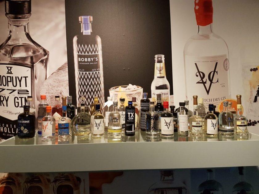Een selectie van gins in het Jenevermuseum