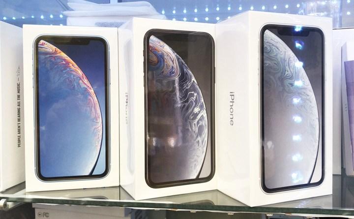 デュアルSIM香港版 iPhoneXR 入荷しました!