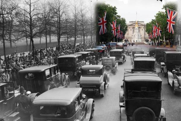 Direction le centre commercial en 1929 et Buckingham Palace en 2013.