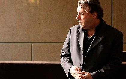 <!--:sq-->Christopher Hitchens, pëkrahës i kauzës shqiptare të Kosovës, urrejtës i Nënës Tereze<!--:-->