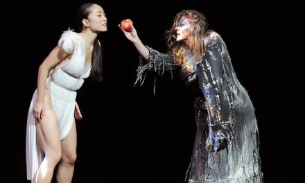 <!--:en-->Angelin Preljocaj's Snow White showing in London, 10 -12 May 2012<!--:-->