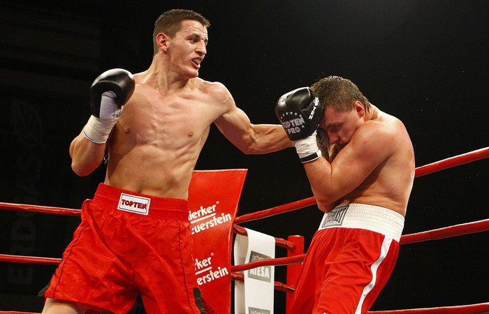 <!--:en-->Update: Robin Krasniqi vs Nathan Cleverly at the Royal Albert Hall, 28 April 2012<!--:--><!--:sq-->Freskim: Robin Krasniqi kundër Nathan Cleverly-it në Royal Albert Hall, 28 pril 2012<!--:-->
