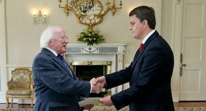 <!--:sq-->Ambasadori Greiçevci dorëzon kredencialet në Irlandë<!--:-->