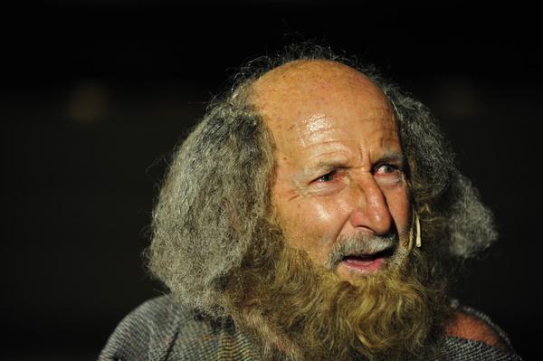 Mirush Kabashi acting in True Apology of Socrates.