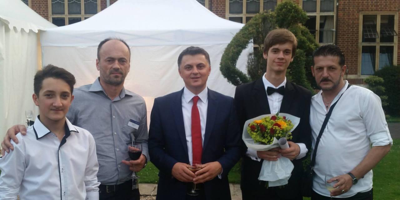 Bardh Lepaja, muzikant i ri i talentuar, fiton bursë të plotë për shkollim në shkollën e mirënjohur Whitgift në Londër