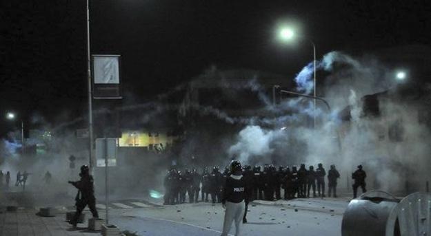 Police used teargas in an attempt to disperse protesters who were angered by Vetevendosje deputy, Albin Kurti's, arrest last week.