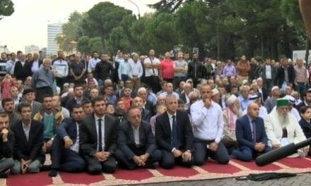 Sot festohet Kurban Bajrami, mijëra besimtarë myslimanë falin Namazin