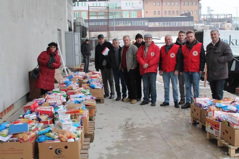 Ndihmat e Basketistave për të varfërit u shperndanë nëpërmjet Kryqit të Kuq të Kosovës