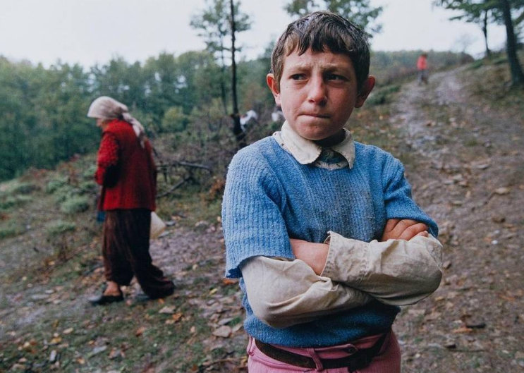 Who is the mysterious Kosovo Albanian refugee on picture taken during Kosovo War in 1999 by Alexandra Boulat?
