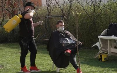 Kosovo's travelling barber keeps hair trimmed in coronavirus lockdown