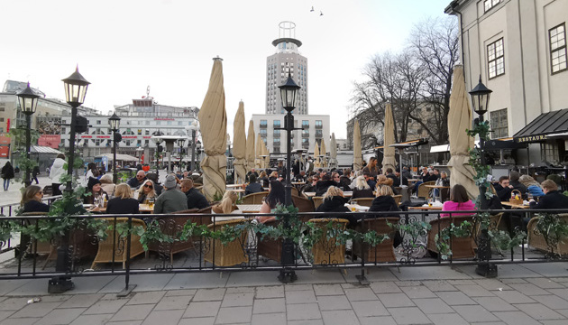 Sweden Tightens Procedures and Decides to Close Restaurants Early