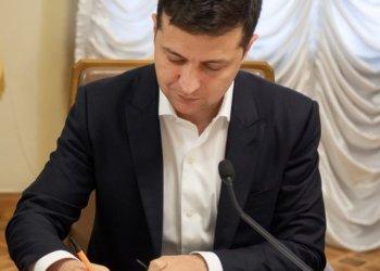الرئيس الاوكراني يقر اسس التعامل مع الدعاية الكاذبة