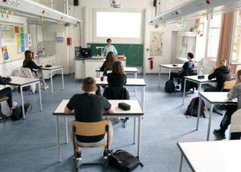 المدارس الامريكية تقلل مسافة الامان الى متر واحد