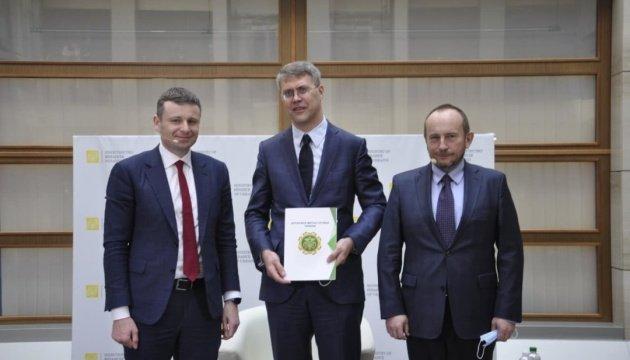 مارشنكو يعلن إنشاء ممر أخضر للبضائع في الجمارك
