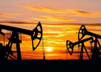 النفط يرتفع بسبب انخفاض الاحتياطي في الولايات المتحدة
