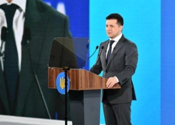 القائد الأعلى للقوات المسلحة فولوديمير زيلينسكي