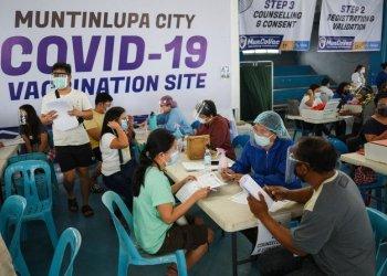 المجتمع الفلبيني يراهن على أكياس الأرز لتعزيز حملة اللقاح
