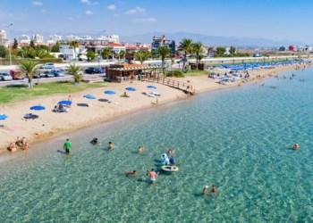 قبرص تسمح بدخول الأوكرانيين الملقحين